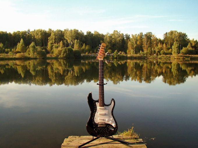 guitar-943476_1280